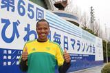 Hendrick Ramaala on the eve of the 2010 Lake Biwa Marathon (Victah Sailer)
