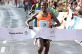 Eshetu Wendimu wins the 2010 Vattenfall Berlin Half Marathon (Victah Sailer/photorun.net)