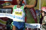 Tariku Bekele the commanding winner in Llodio (Mikel Salanova)