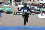 Philemon Kisang winning the 2012 Venice Marathon (Giancarlo Colombo)