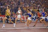John Walker leads from Steve Ovett at the 1977 IAAF World Cup (Getty Images)