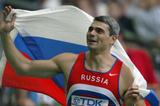 Sergey Makarov celebrates winning the javelin throw final (Getty Images)