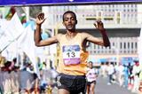 Tamirat Tola winning the 2015 Great Ethiopian Run (Jiro Mochizuki)