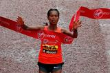 Tigist Tufa winning the 2015 London Marathon (Getty Images)