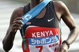 Catherine Ndereba running the fourth stage in Chiba (Kazutaka Eguchi/Agence SHOT)