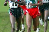 Teyiba Erkesso (ETH) battles with Edith Masai (KEN) in Brussels 2004 World Cross (Getty Images)