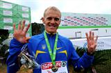 Running out of fingers - Sergey Lebid after his ninth European Cross Country title (Hasse Sjogren / DECA Text&Bild)
