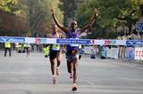 Stephen Ogari wins the 20 Kilometres de Paris (Laurent Grandguillot / organisers)