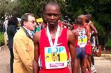 Rogers Rop (KEN) with his winner's medal in Lisbon (Costa)