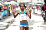 Ethiopia's Mestawat Tufa crosses the finish line in first place (TTM / Pix4Profs)