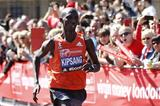 Wilson Kipsang winning the 2014 London Marathon (Getty Images)