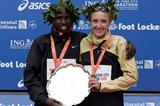 Martin Lel and Paula Radcliffe with trophy at ING New York City Marathon 2007 (Getty Images)