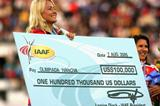 Olimpiada Ivanova receives a 100,000 dollars World record bonus cheque (Getty Images)