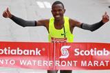 Laban Korir winning the 2014 Scotiabank Toronto Waterfront Marathon (organisers / Victah Sailer)