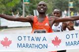 Laban Moiben successfully defends his Ottawa Marathon title (Victah Sailer)