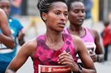 Tigist Tufa at the 2014 Ottawa Marathon (Organisers / Victah Sailor)