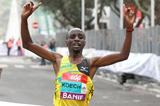 Bernard Koech breaks the tape to win in Lisbon (Victah Sailor)