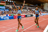Genzebe Dibaba wins the 5000m from Almaz Ayana (Philippe Fitte)