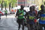 Moses Arusei (r) on the way to his 2:10:58 course record in Madrid (Mareas)