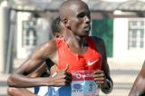 Martin Lel en route to victory in Lisbon (Andrew McClanahan/Photo Run)