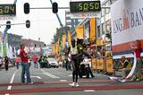 Lornah Kiplagat wins the 22nd Dam to Dam race from Amsterdam to Zaandam in 50:50 (Wim van Hemert)
