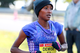 Shure Demise on her way to winning the Toronto Waterfront Marathon (Organisers / Victah Sailer)