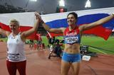 Gold medalist Tatyana Lysenko of Russia and silver medalist Anita Wlodarczyk of Poland celebrate after the Women's Hammer Throw Final of the Olympic Games in London on 10 August 2012 (Getty Images)