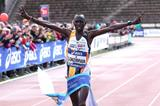 Thomas Lokomwa wins the 2014 Stramilano half marathon (Giancarlo Colombo)