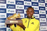 Geoffrey Mutai with his 2012 AIMS/ASICS world male athlete of the year award (AIMS)
