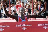 Evans Cheruiyot winning the 2008 Chicago Marathon (Getty Images)