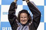 Sonia O'Sullivan holds up Great North Run winner's trophy (Getty Images)