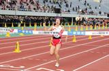 Hanae Tanaka holds on to anchor the Japanese Collegiate team to its first ever victory at the Chiba Ekiden (Kazutaka Eguchi/Agence SHOT)
