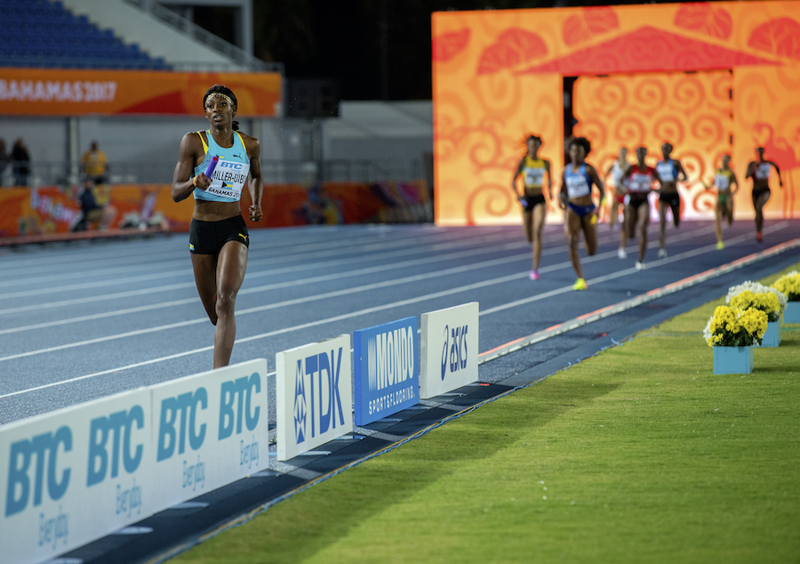 Shaunae Miller-Uibo in the lead during the Mixed 4x4 by Jeff Cohen