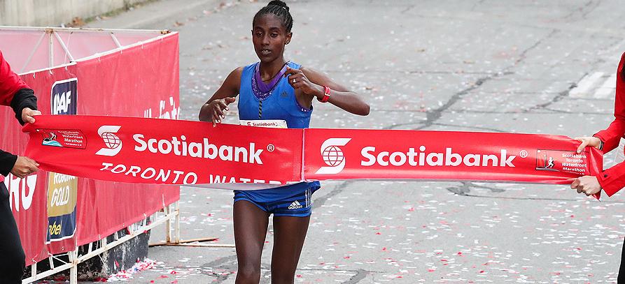 Marta Megra Lema wins the Toronto Waterfront Marathon (Victah Sailer / organisers)