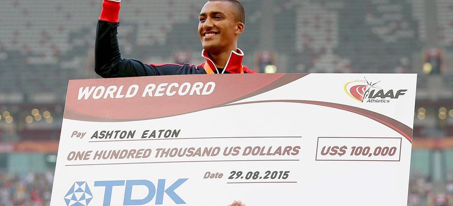 US decathlete Ashton Eaton with his world record bonus at the IAAF World Championships Beijing 2015 (Getty Images)