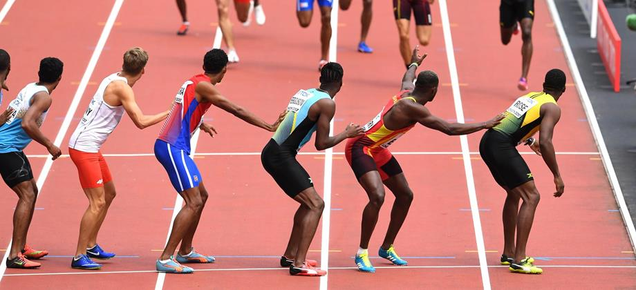 Athletes line up for the 4x400m exchange at the IAAF World Championships (Getty Images)