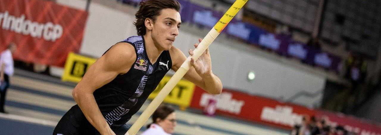 Duplantis raises world pole vault record to 6.18m in Glasgow