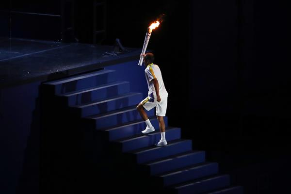 Vanderlei de Lima lights the Olympic flame in Rio (Getty Images)