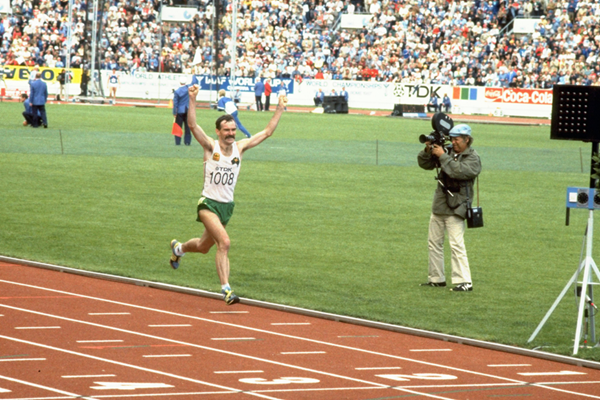 Rob De Castella wins the marathon at the 1983 IAAF World Championships in Helsinki (Getty Images)