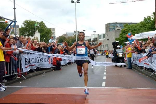 Abiyote Guta wins in Tilburg (TTM / Pix4Profs)