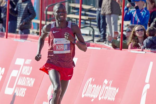 Abel Kirui en route to victory at the 2016 Chicago Marathon (Getty Images)