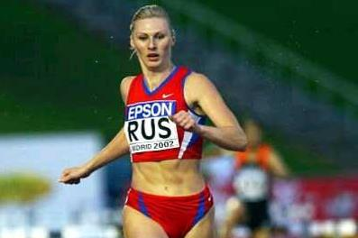 Yuliya Pechonkina wins the 2002 IAAF World Cup 400m Hurdles (Getty Images)