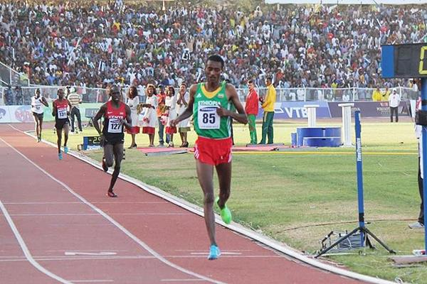 Yomif Kejelcha wins the African junior 5000m title (Bizuayehu Wagaw)
