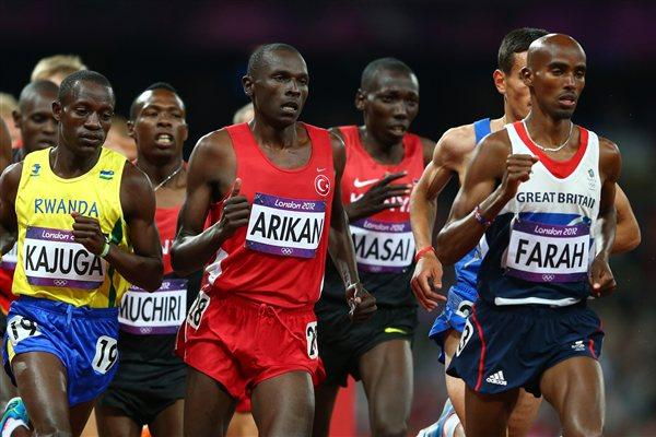 Mo Farah of Great Britain competes in Men's 10,000m Final on Day 8 of the London 2012 Olympic Games at Olympic Stadium on August 4, 2012 (Getty Images)