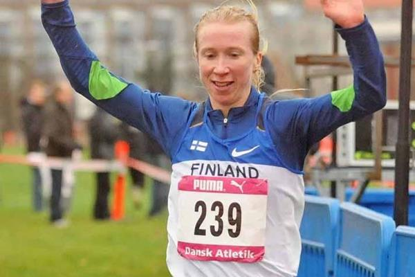 Annemari Sandell-Hyvärinen takes the 2008 Nordic Cross Country title (Hasse Sjögren)