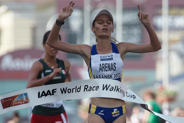 Sandra Arenas of Colombia wins the junior race in Saransk (Getty Images)