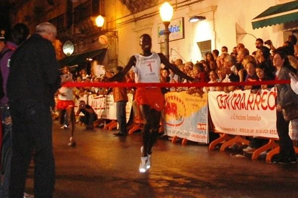 Edwin Soi defends his victory in the Scicli 10Km (Alberto Zorzi)