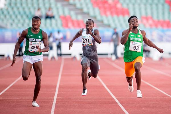 Raymond Ekevwo (left) on his way to winning the African Games 100m title (AFP / Getty Images)