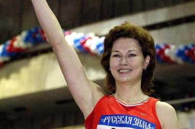 Olga Kotlyarova rejoices after her 600m record (AFP/Getty Images)