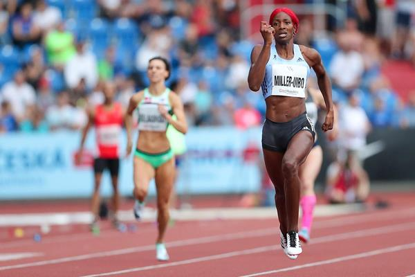 Shaunae Mille-Uibo en route to a 300m world best in Ostrava (Organisers)